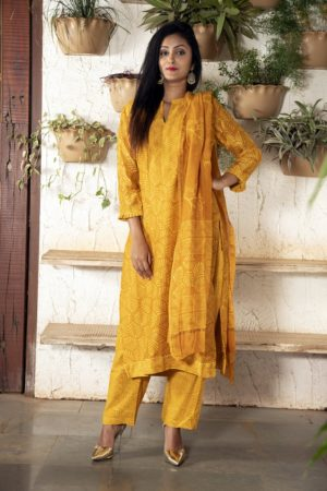 Golden yellow stitched Chanderi kurta set with pleated sleeves