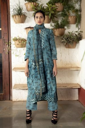 Ink blue/green yoke stitched Chanderi kurta set with pleated sleeves