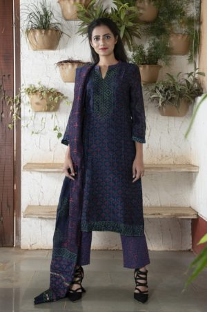 Purple/pink stitched chanderi kurta set with pleated sleeves
